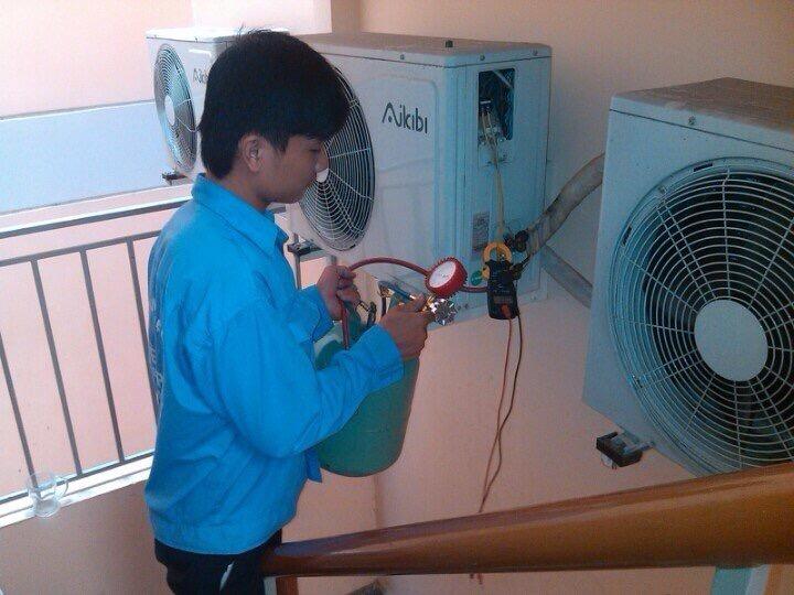 Thợ bảo dưỡng máy lạnh tại TPHCM 2